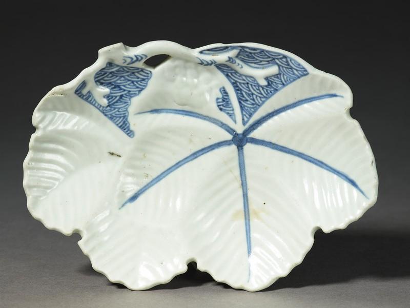Dish in the shape of a paulownia leaf (EA1985.38, top           )