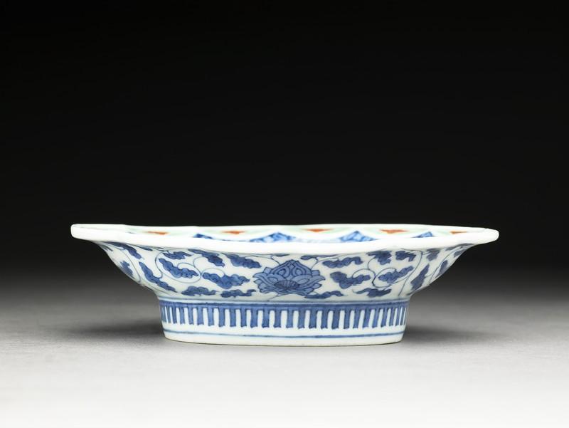 Dish (EA1985.39, side           )
