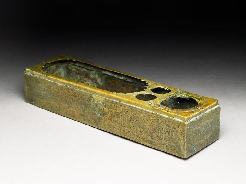 Brass pen box with inscription (EA1986.40, oblique           )