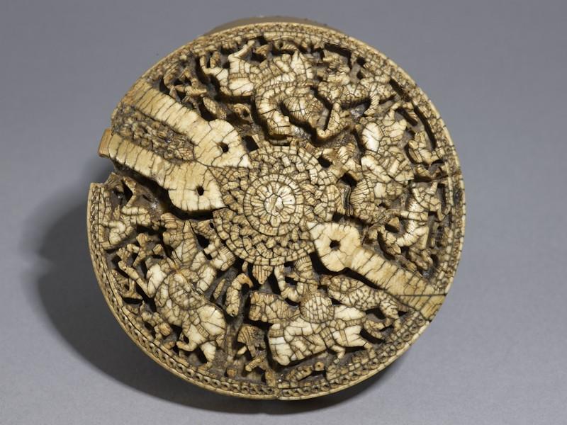 Casket lid with huntsmen and animals (top          )