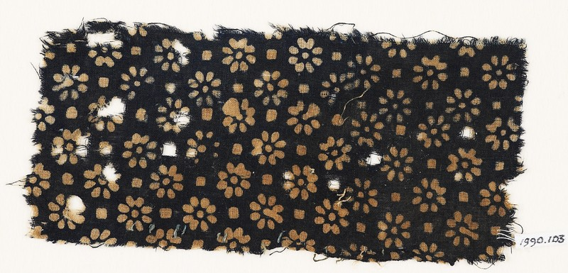 Textile fragment with rosettes and small squares (EA1990.103, front            )