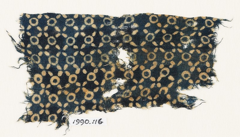 Textile fragment with rings and quatrefoils (EA1990.116, front            )