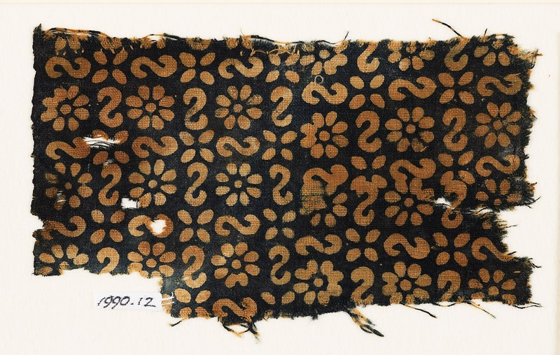 Textile fragment with reversed S-shapes, rosettes, and quatrefoils (EA1990.12, front           )