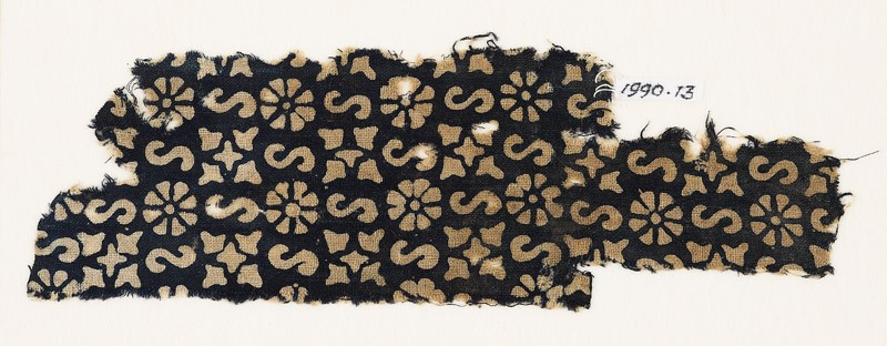 Textile fragment with S-shapes, rosettes, and quatrefoils (EA1990.13, front           )
