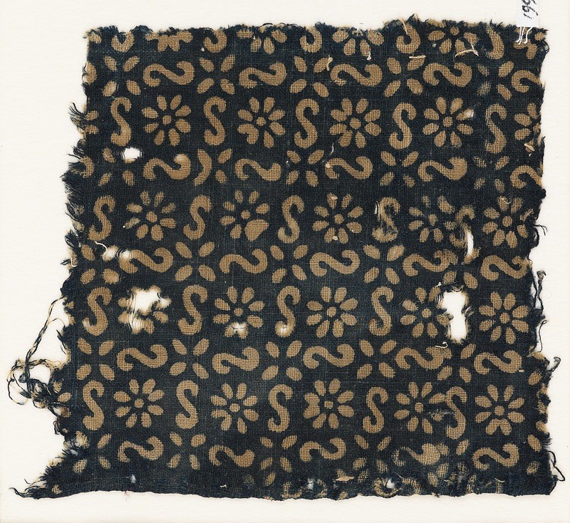 Textile fragment with s-shapes, rosettes, and flowers (EA1990.14, front           )