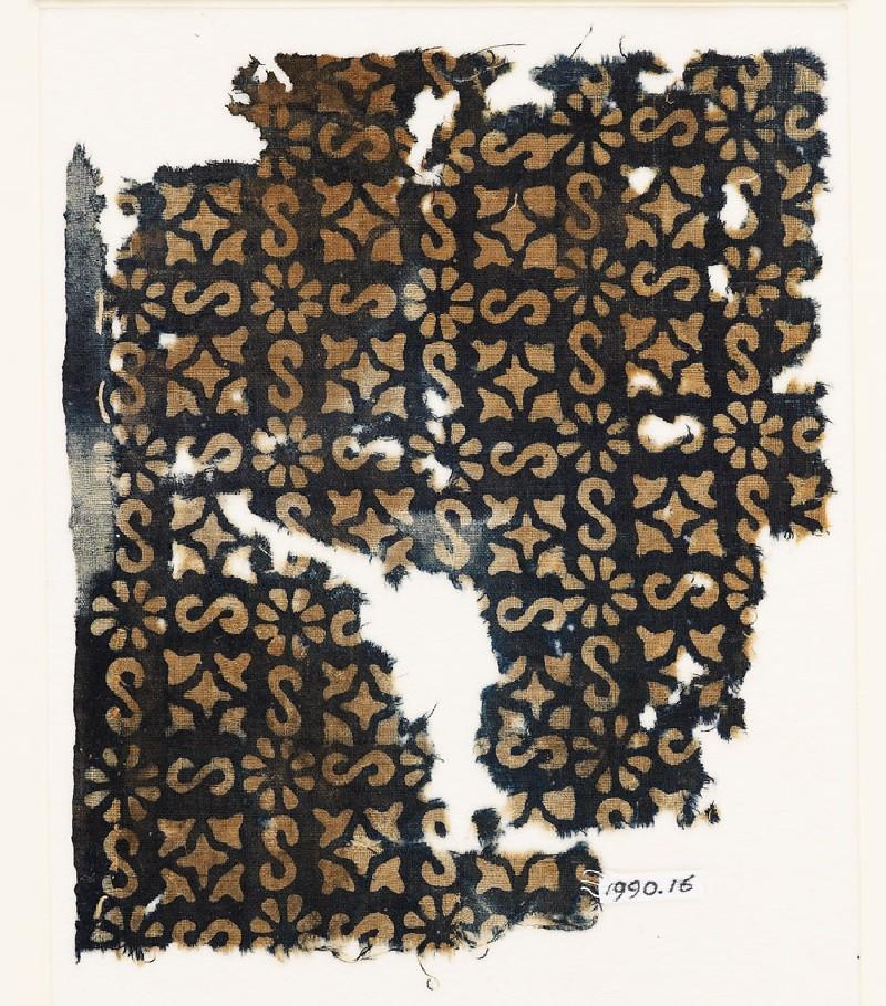 Textile fragment with S-shapes, rosettes, and quatrefoils (EA1990.16, front           )