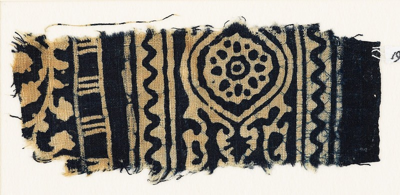 Textile fragment with medallion, and a vine with leaves and flowers (front            )
