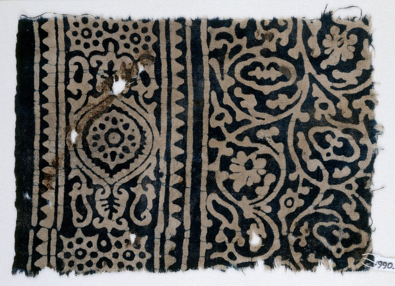 Textile fragment with vines and tendrils, a medallion, and rosettes (EA1990.205, front            )