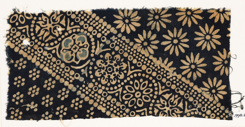 Textile fragment with ornate, dotted, and large rosettes (EA1990.206, front            )
