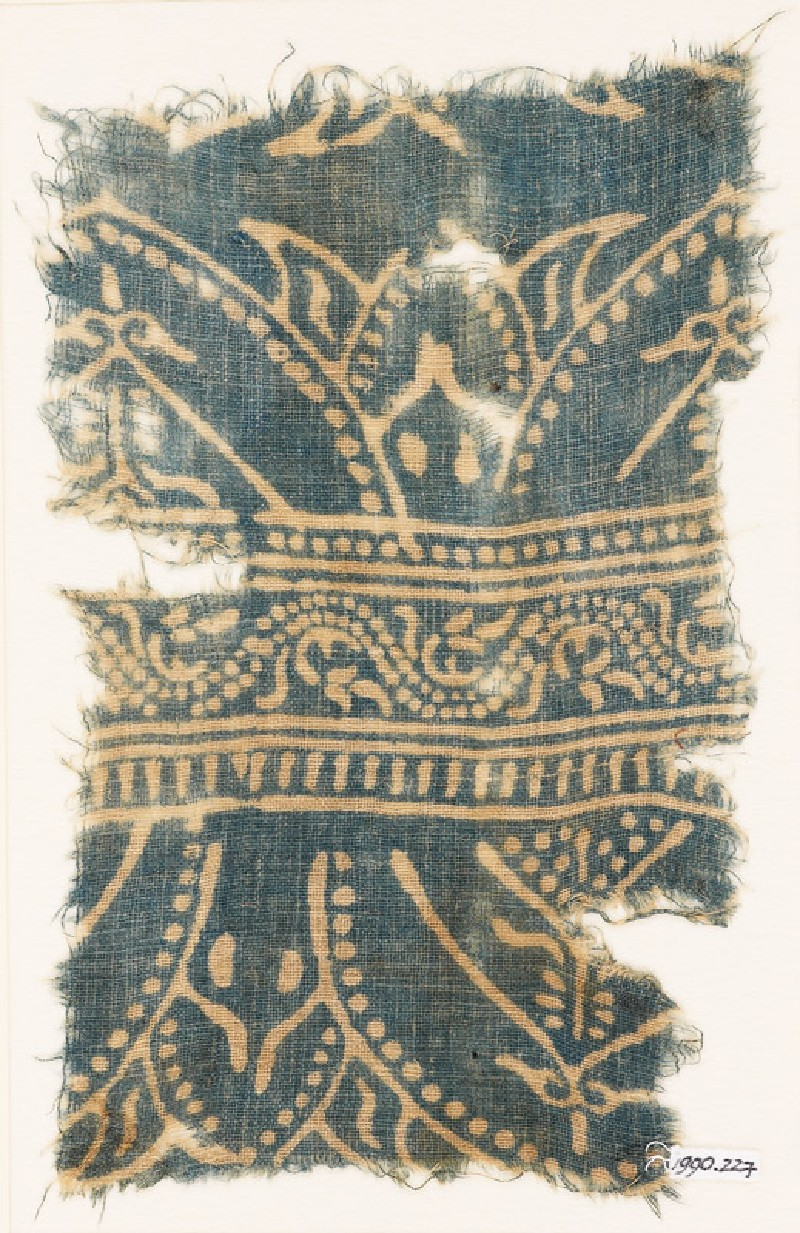 Textile fragment with arches and dotted vine (front            )