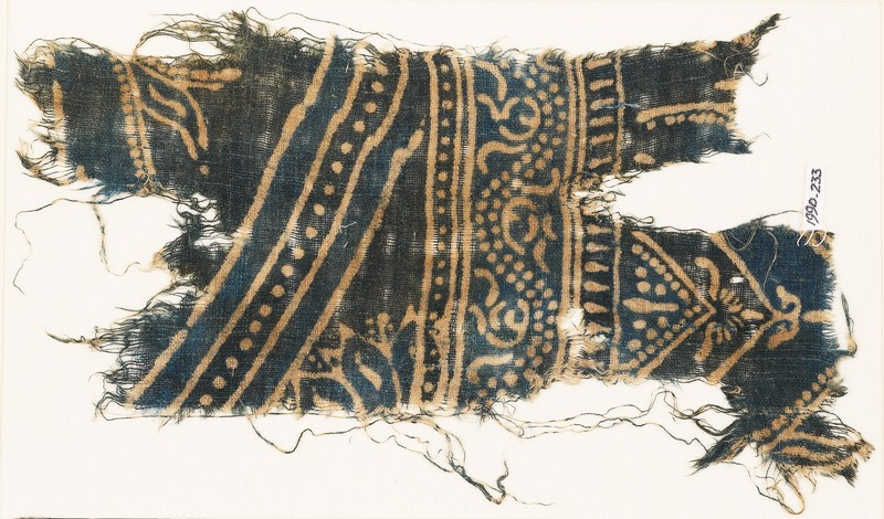 Textile fragment with dotted vine and row of dots (EA1990.233, front            )