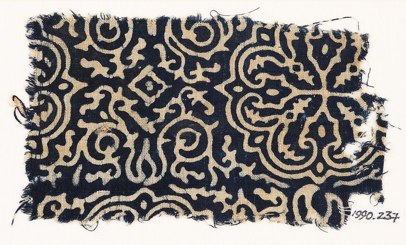 Textile fragment with floral quatrefoil, tendrils, and foliage (front            )