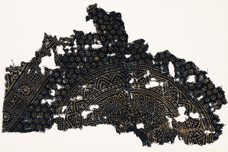 Textile fragment with large medallion, petals, and rosettes