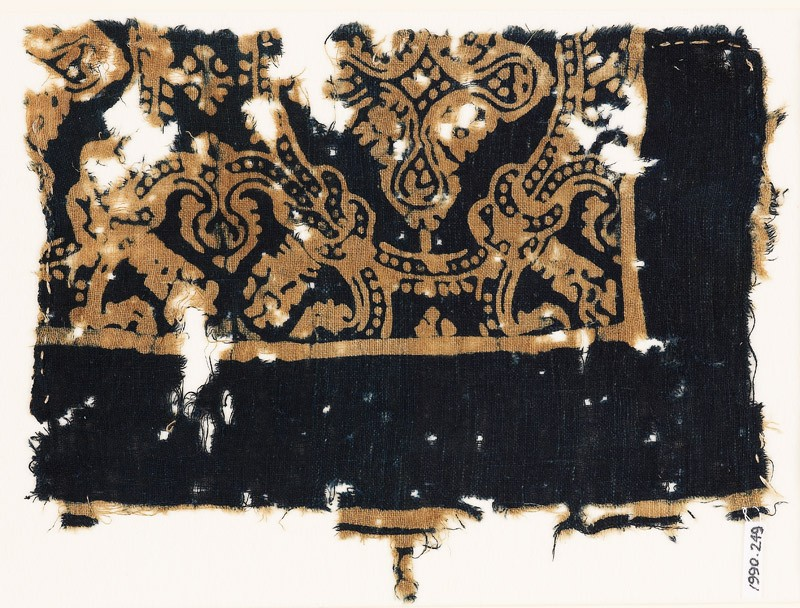 Textile fragment with medallions and large quatrefoils