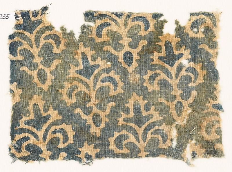 Textile fragment with stylized quatrefoil plants (EA1990.255, front            )