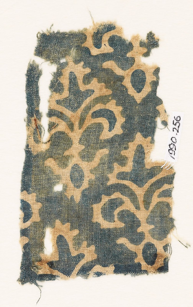 Textile fragment with stylized trefoil plants