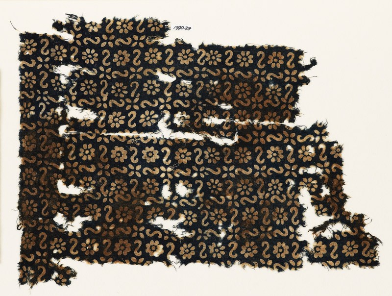 Textile fragment with S-shapes, rosettes, and flowers (EA1990.27, front           )