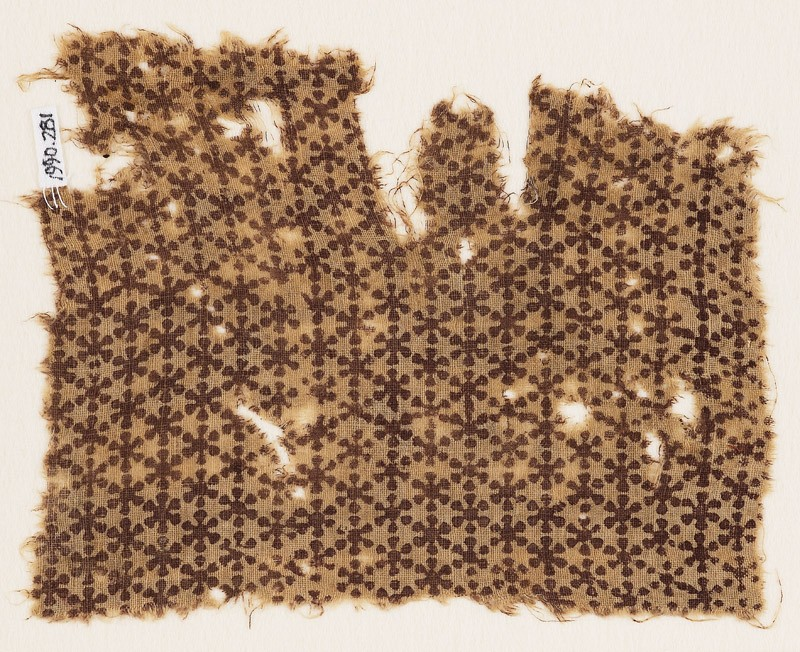 Textile fragment with linked rosettes