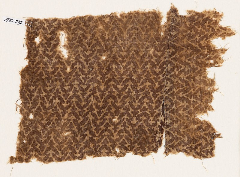 Textile fragment with linked chevrons and trefoils (EA1990.292, front            )