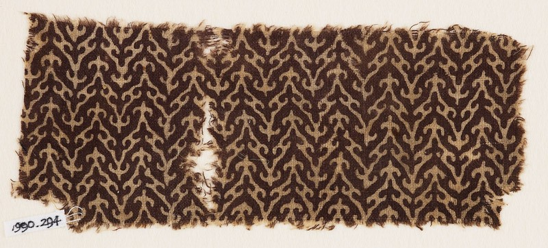 Textile fragment with linked chevrons and trefoils (EA1990.294, front            )