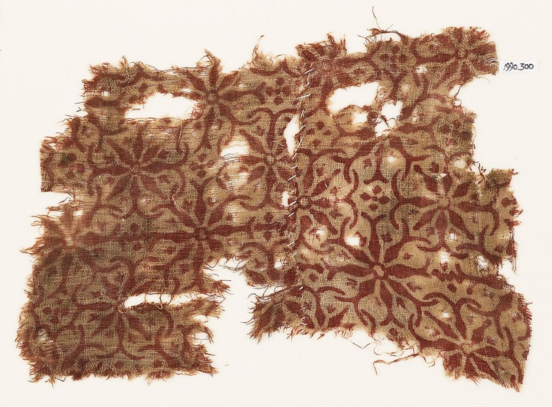 Textile fragment with interlocking floral shapes (front            )