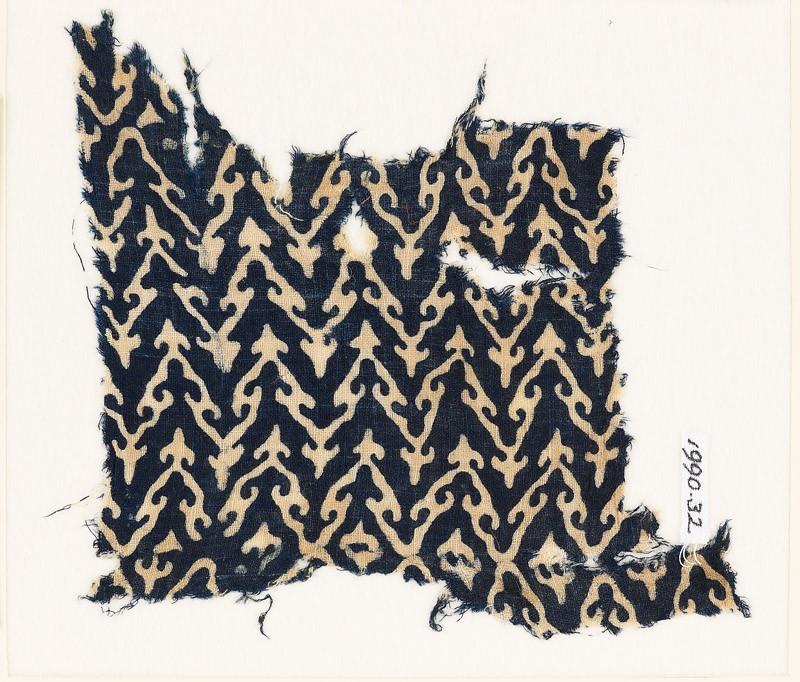 Textile fragment with linked chevrons and trefoils (EA1990.32, front           )