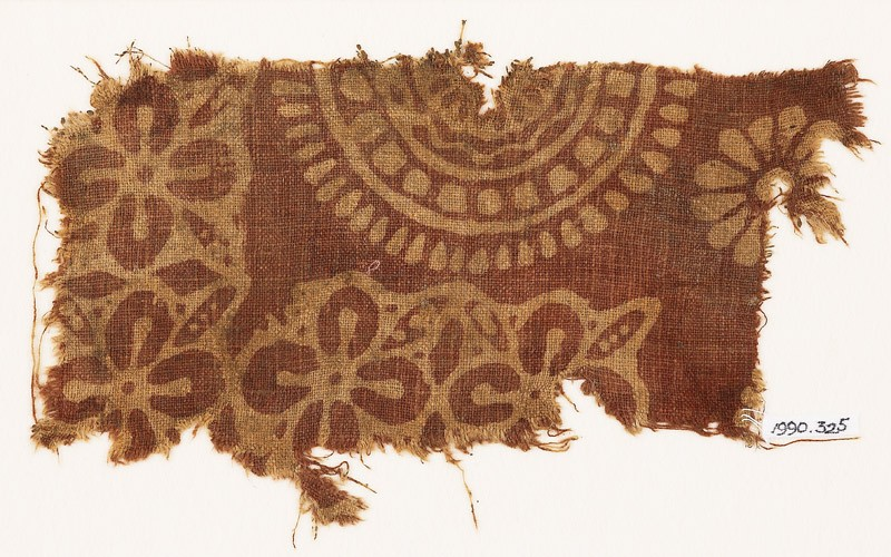 Textile fragment with quatrefoils, leaves, and large rosette (EA1990.325, front            )