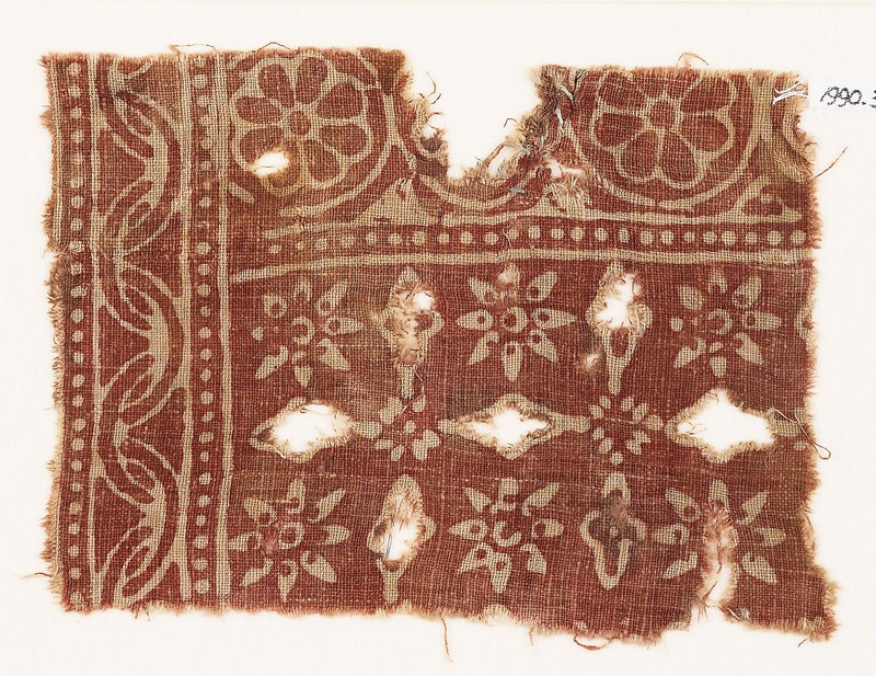 Textile fragment with rosettes and crosses (front            )
