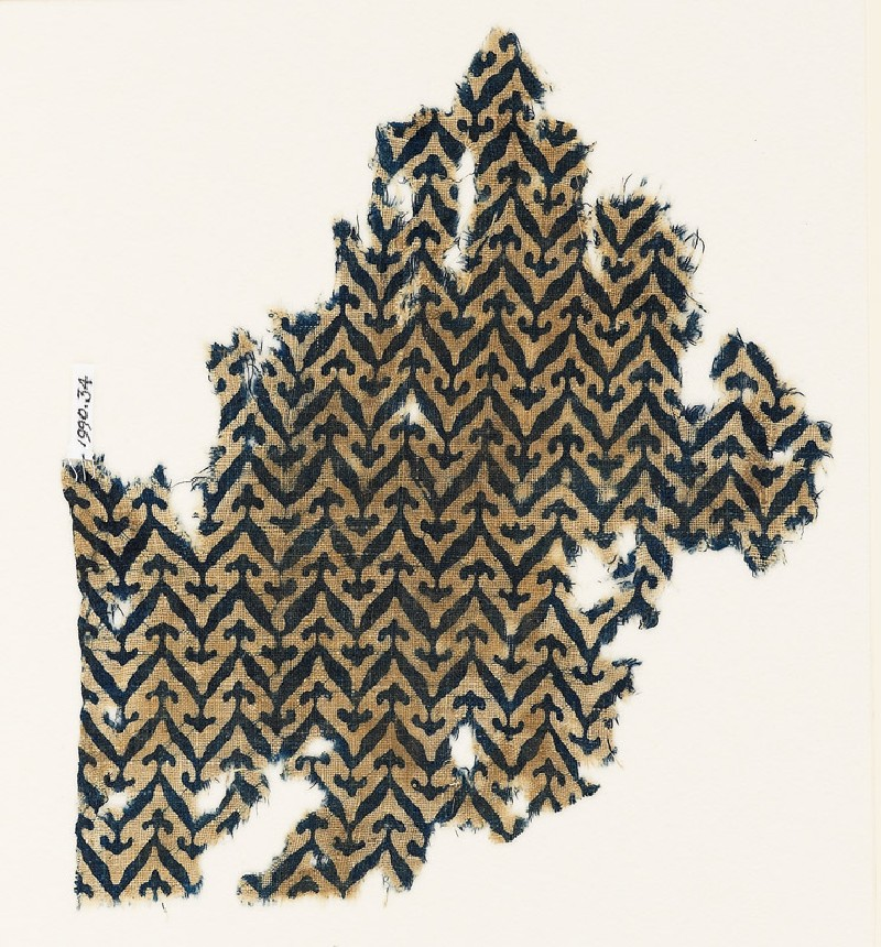 Textile fragment with linked chevrons and trefoils (EA1990.34, front           )