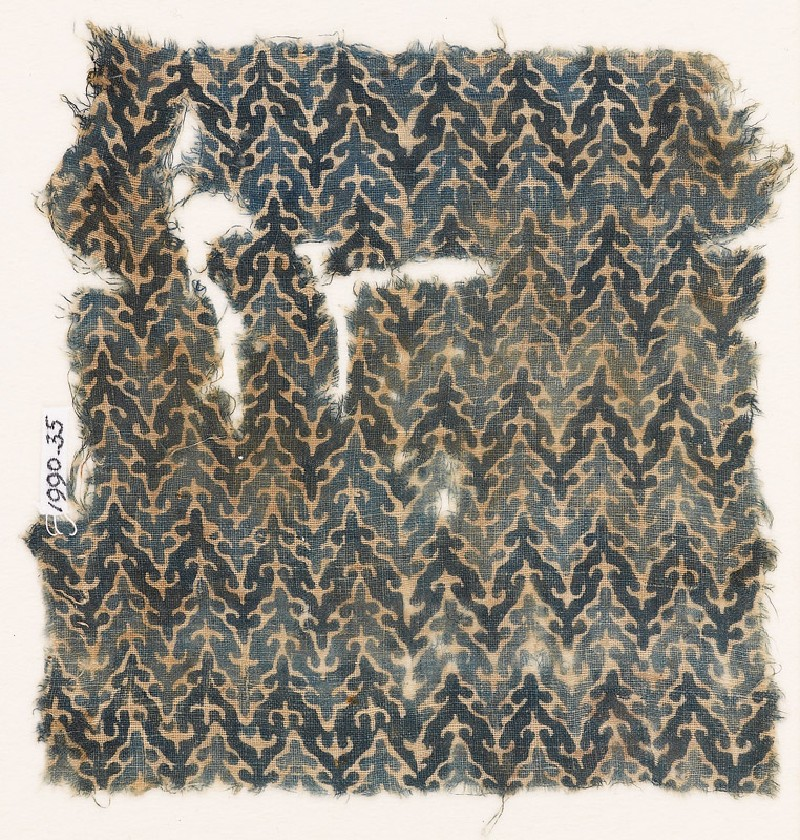 Textile fragment with linked chevrons and trefoils (front           )