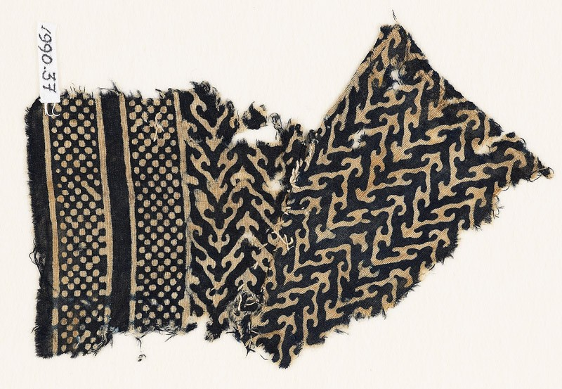 Textile fragment with linked chevrons, trefoils, and bands of dots