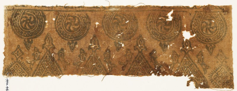 Textile fragment with spirals in braided frames