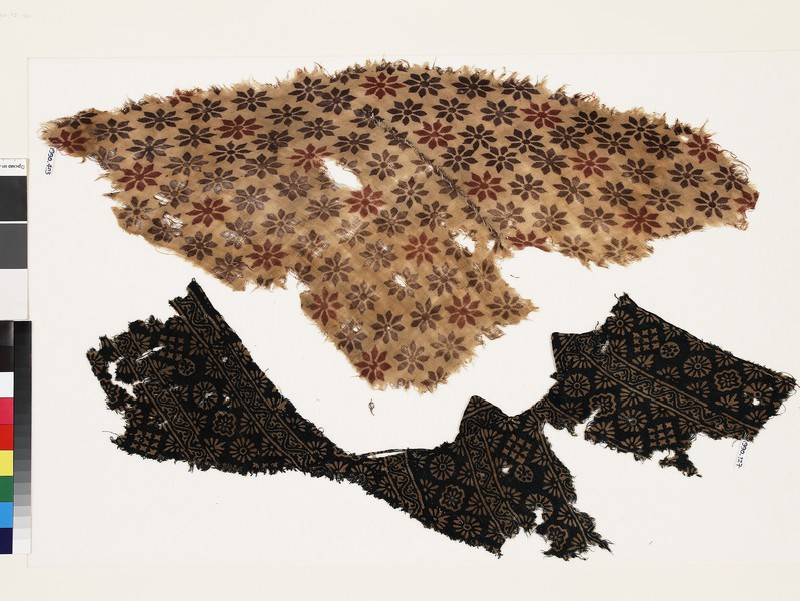 Textile fragment with rosettes (EA1990.493)