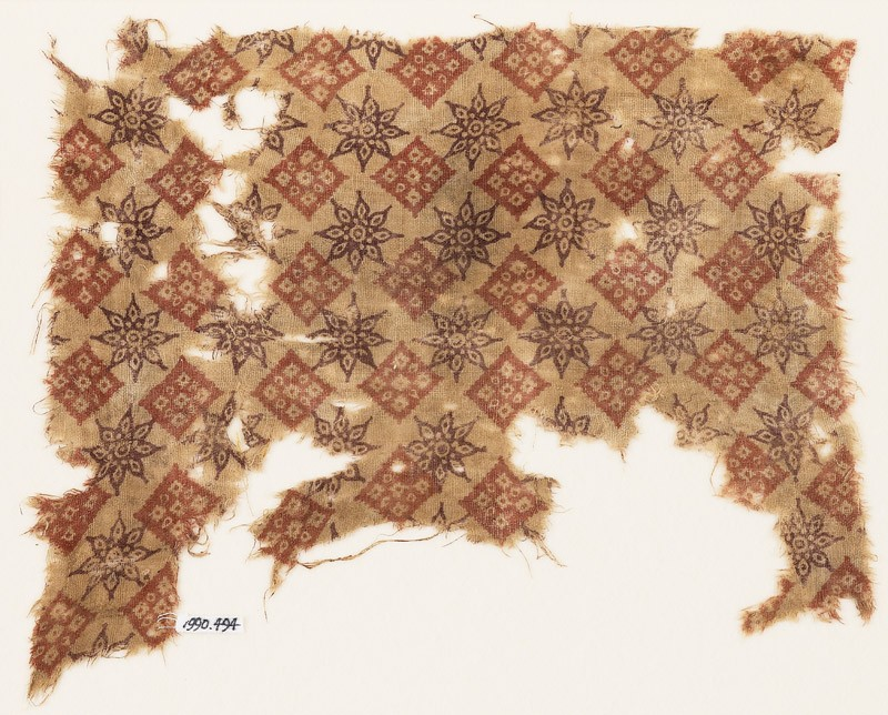Textile fragment with rosettes and squares (front            )