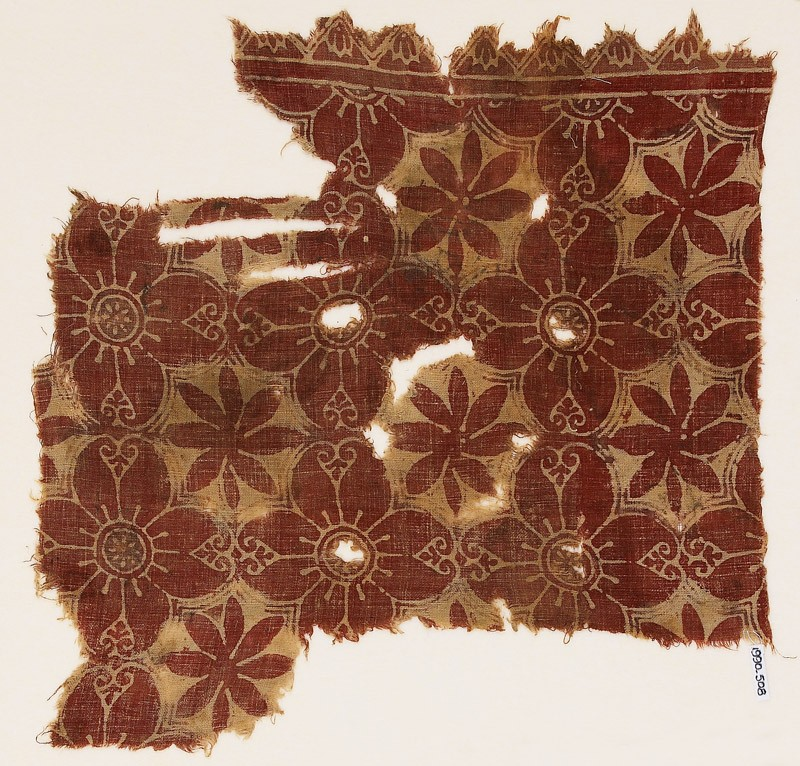 Textile fragment with linked quatrefoils and rosettes (front            )