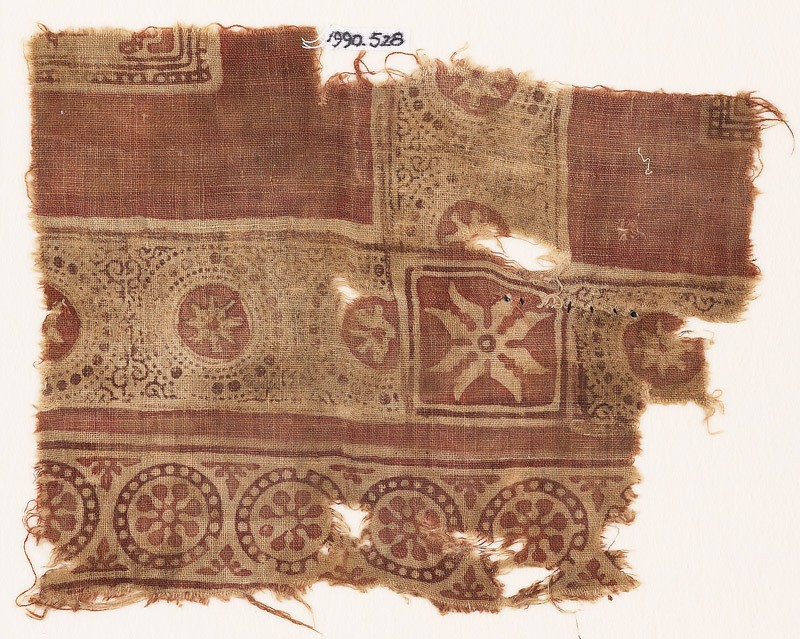 Textile fragment with rosettes in dotted frames (front            )
