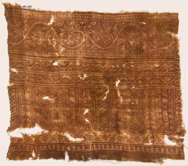 Textile fragment with arches, diamond-shapes, vines, and flowers