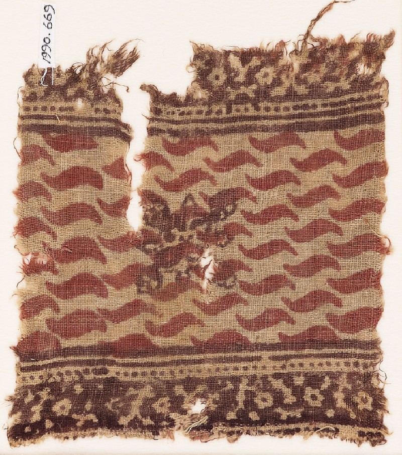 Textile fragment with S-shapes and an ornate quatrefoil (EA1990.669, front            )