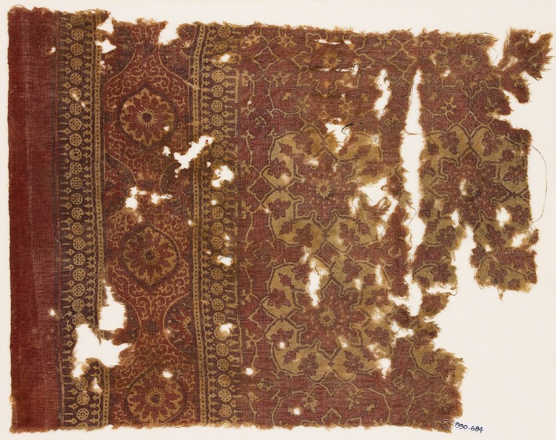 Textile fragment with large medallions and flower-heads