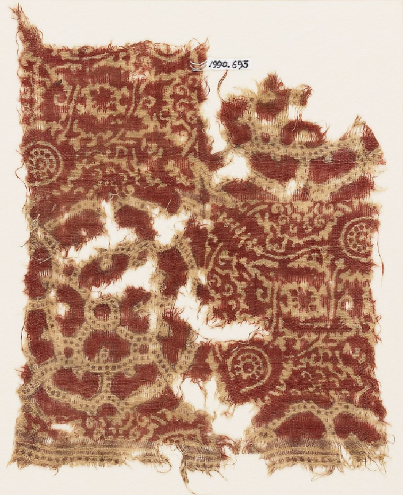 Textile fragment with interlocking circles, flower-heads, and tendrils (front            )