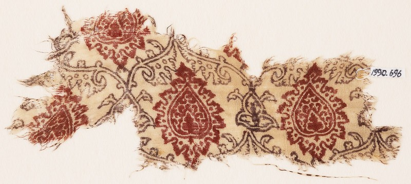 Textile fragment with tendrils, leaves, and trefoils
