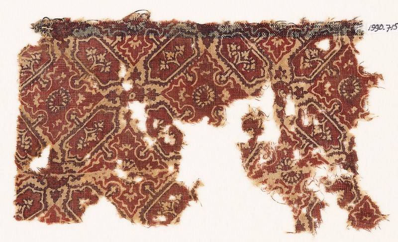 Textile fragment with quatrefoils and cartouches