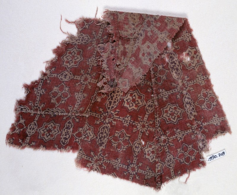 Textile fragment with quatrefoils and stars, probably from a garment (EA1990.718, front            )