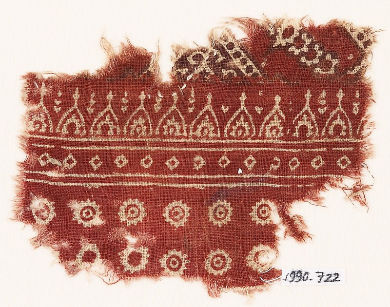 Textile fragment with rosettes and pointed arches