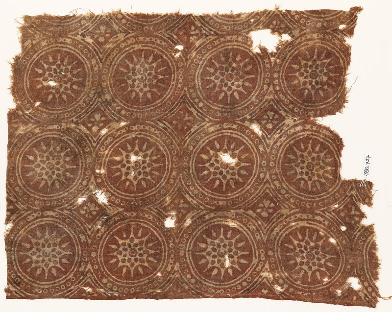 Textile fragment with linked circles and stars (front            )