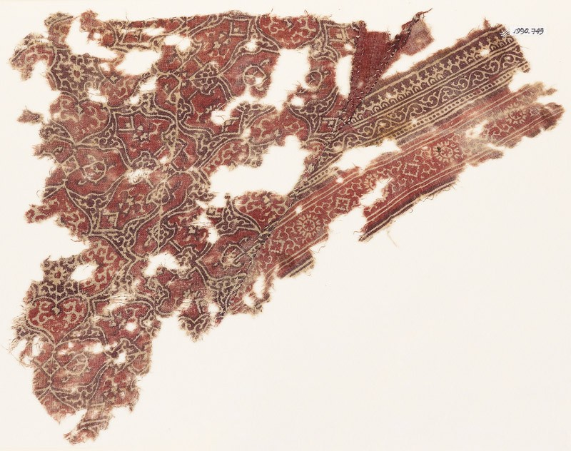 Textile fragment with interlacing tendrils and quatrefoils (EA1990.749, front            )