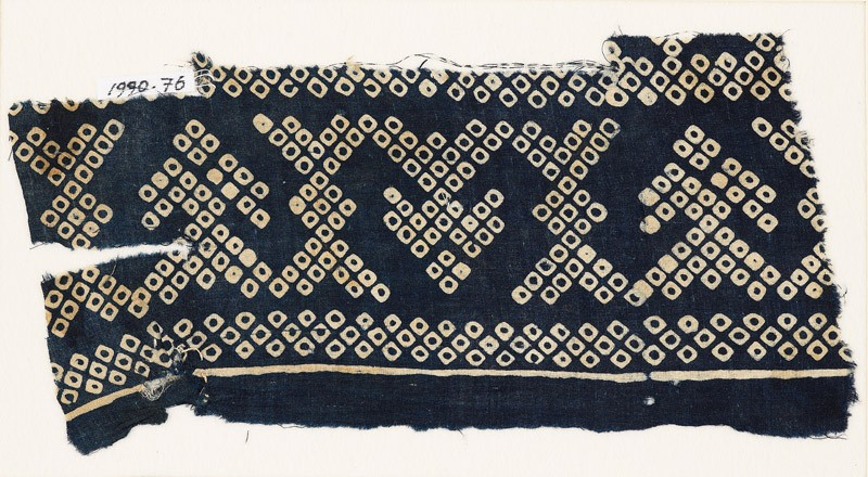 Textile fragment imitating bandhani, or tie-dye, with geometric patterns and arrow-shapes (EA1990.76, front           )