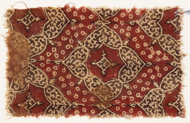 Textile fragment with quatrefoils and heart-shaped petals