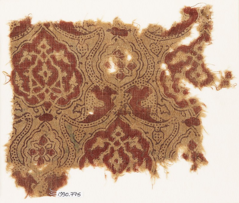 Textile fragment with medallions and dotted tendrils