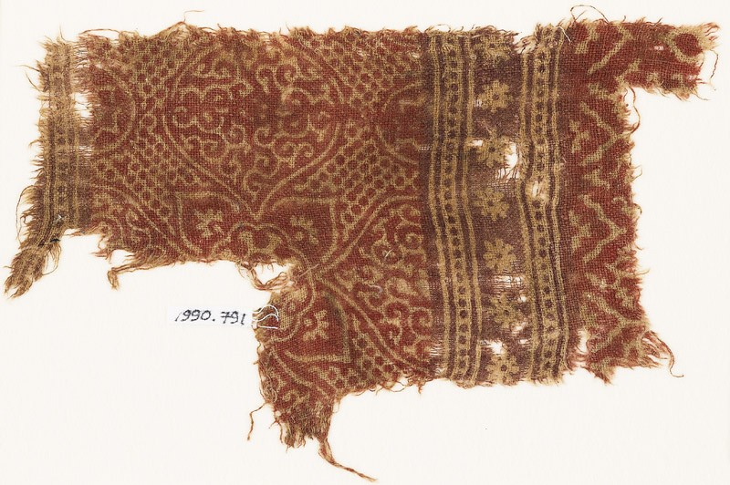 Textile fragment with medallions, quatrefoil, and rosettes (EA1990.791, front            )